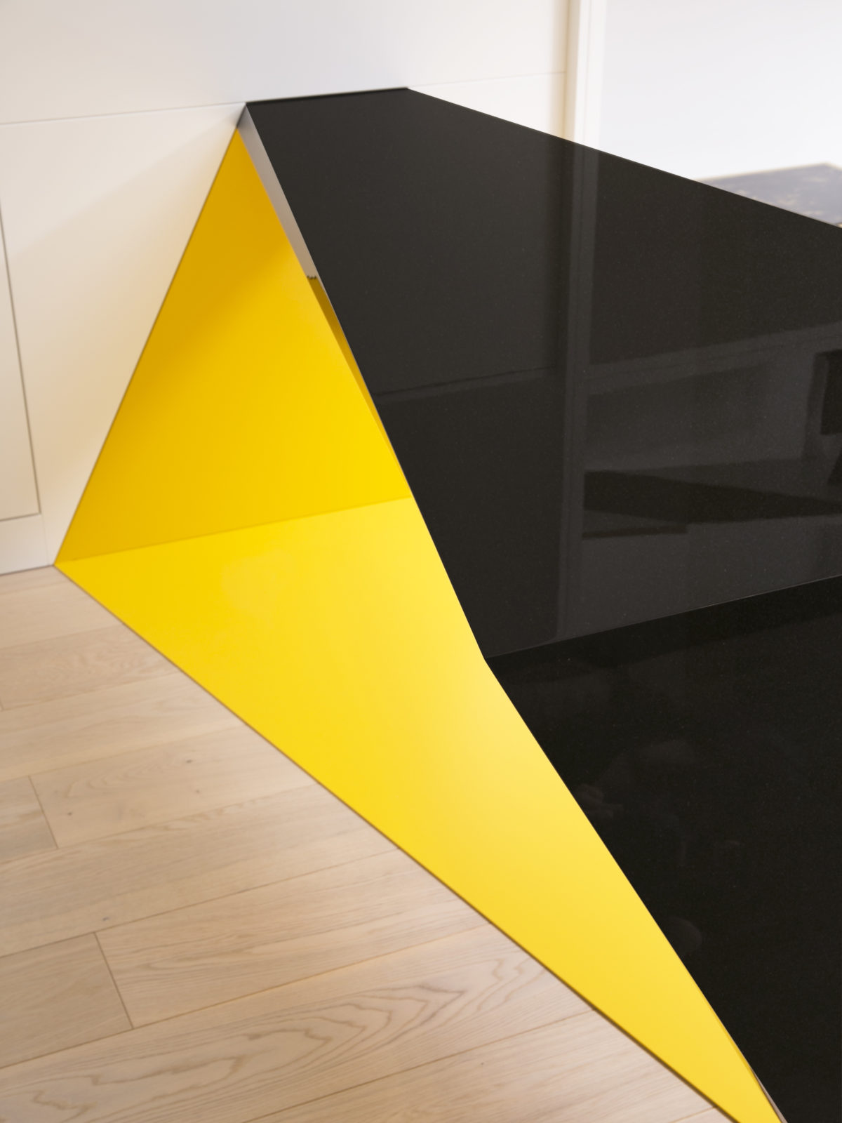 built in desk optical illusion