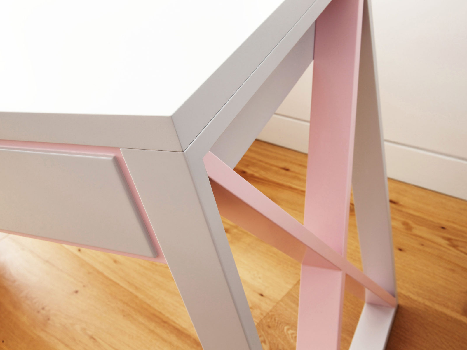 X lacquered desk detail