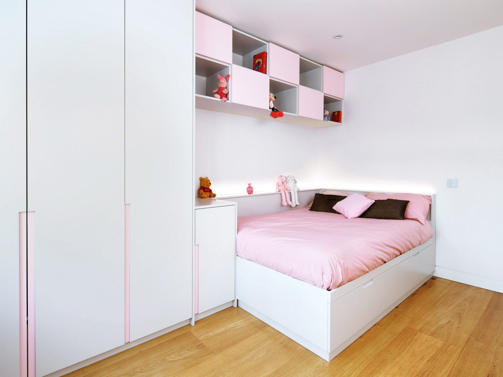 Built in handless wardrobe and bed with high level storage