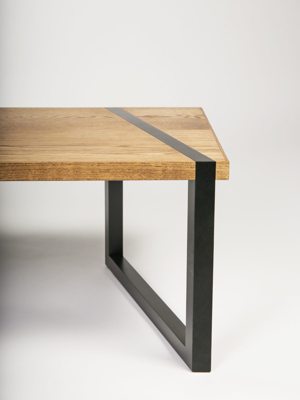 Oak coffee table worktop with black matt lacquered legs