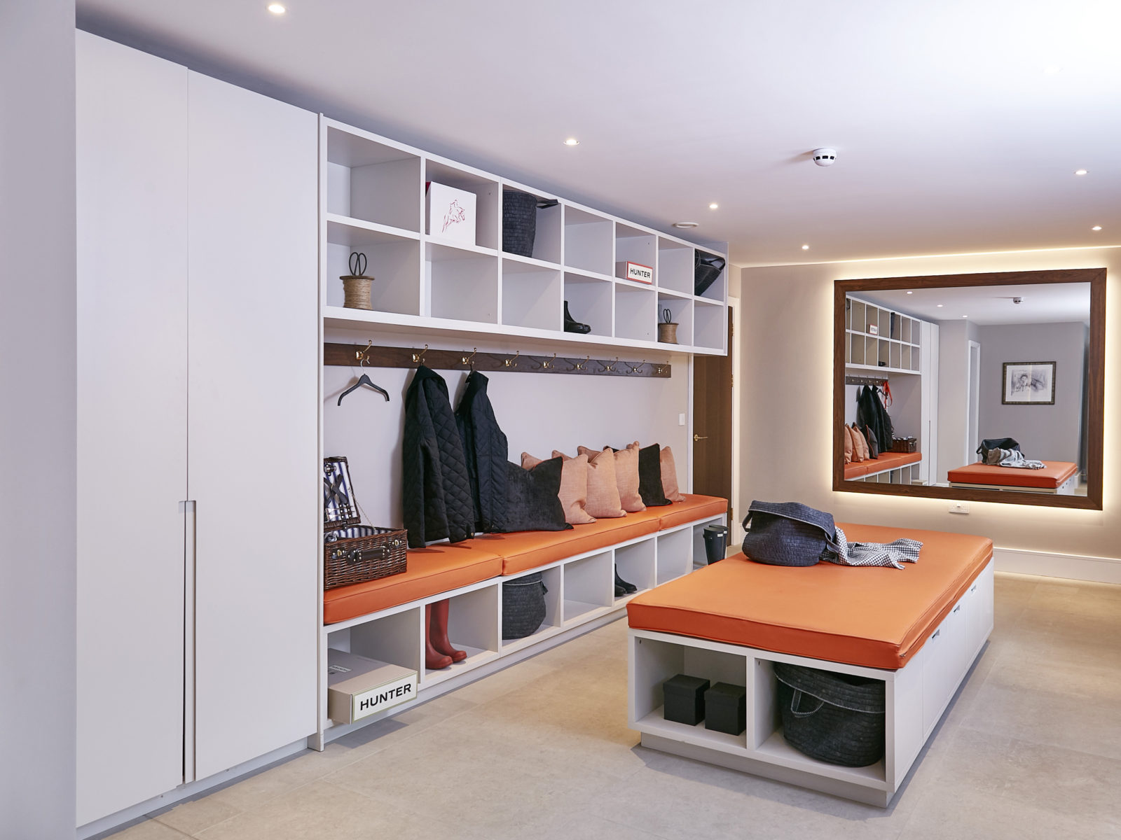 Lacquered boot room