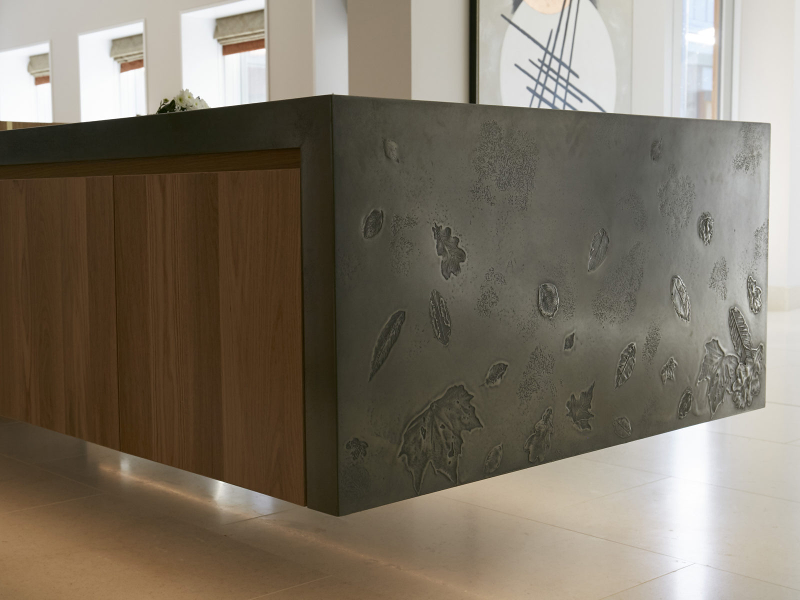 Metallic worktop with leaf pattern