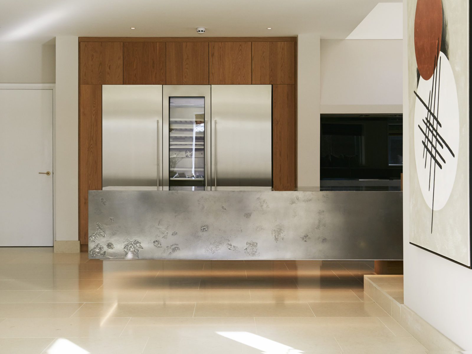 Floating islan with metallic worktop