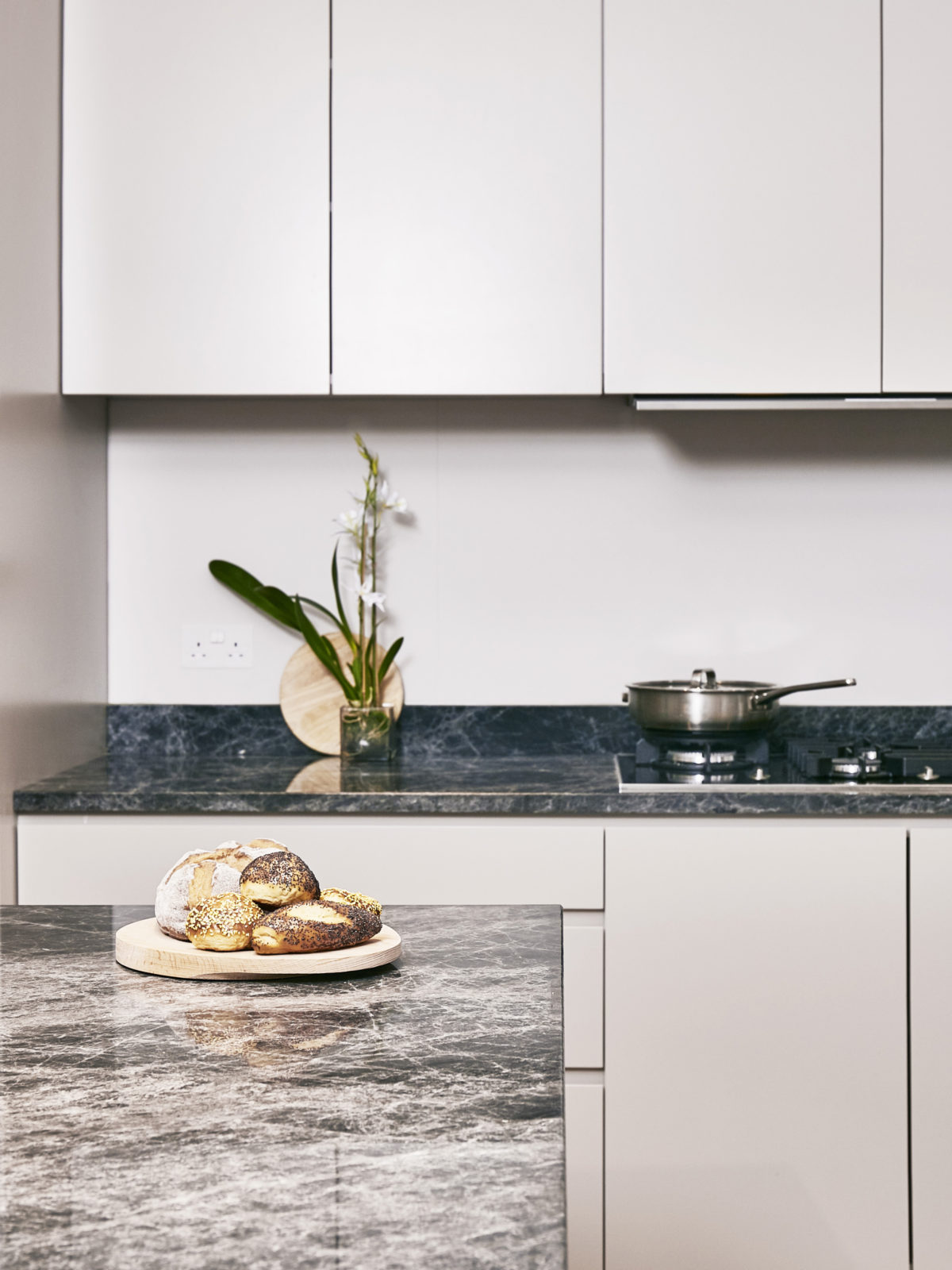 Handless kitchen with Savana grey marble worktop