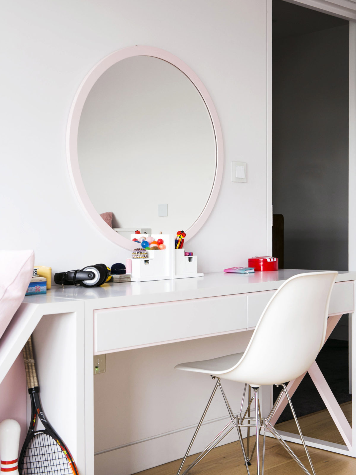 bespoke lacquered desk with mirror