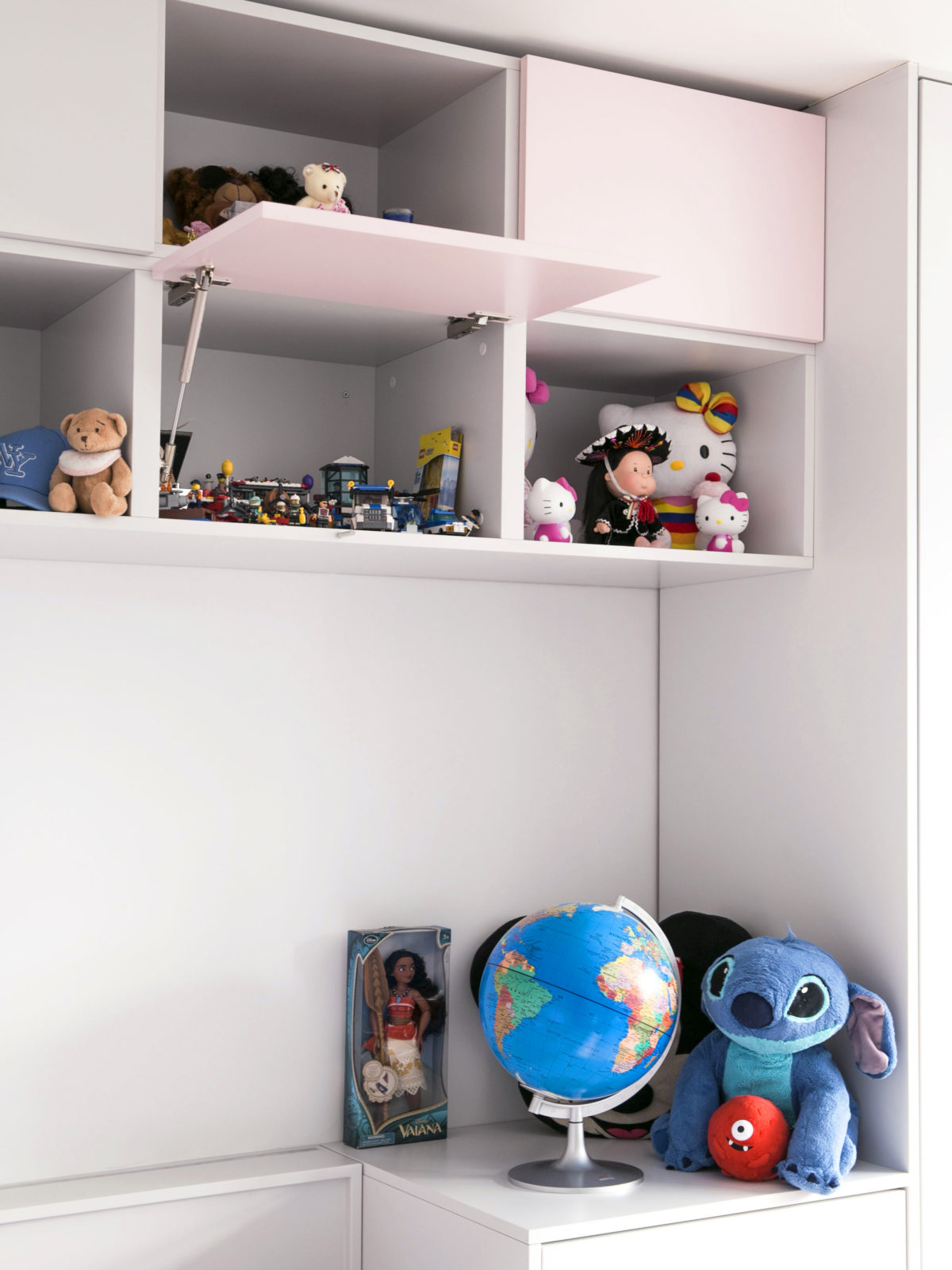 high level lacquered storage with open shelves and touch to open doors