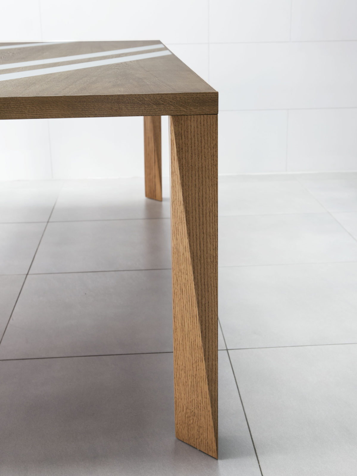 Solid oak dining table tapered leg