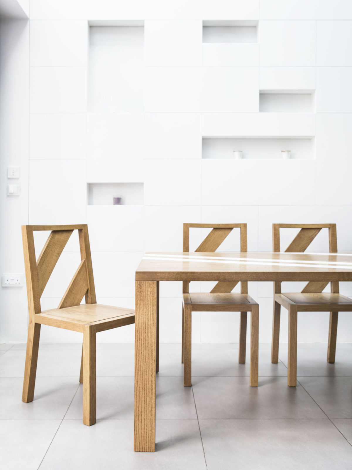 Oak dining tablenset with matching chairs