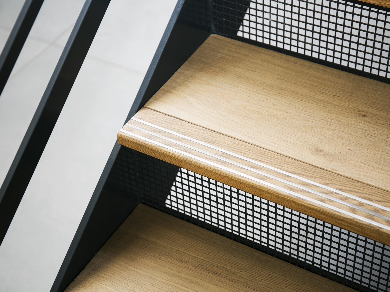 comercial staircase step detail